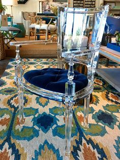 64 ideas for acrylic furniture decor ghost chairs Lucite Furniture, Glass Furniture, Deco Furniture, Home Furniture, Acrylic Dining Chairs, Acrylic Chair, Acrylic Furniture, Reading Nook Chair, Ghost Chairs