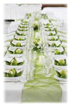 .zelená Wedding Reception Layout, Wedding Table, Green Table, Wedding Decorations, Table Decorations, Rosh Hashanah, Table Flowers, Centre Pieces, Bridal Shower Favors