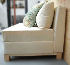 DIY storage sofa design by Ana White Pallet Furniture, Furniture Projects, Furniture Plans, Cool Furniture, White Furniture, Diy Couch, Diy Pillows, Sofa Pillows, Diy Storage Sofa