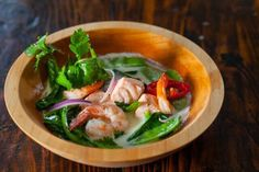 So many health benefits and so freaking good! Thai Fish Soup recipe, adapted from The Medicinal Chef! Seafood Recipes, Soup Recipes, Crockpot Recipes, Vegetarian Recipes, Coconut Fish, Pho Recipe, Onion Vegetable, Fish Soup, Tips Fitness