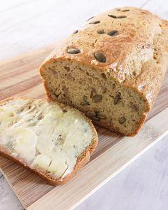 Low carb a keto sezamový chleba - jednoduchý recept - Keto Recepty Low Carb Keto, Low Carb Recipes, Snack Recipes, Healthy Recipes, Snacks, Lchf, Banana Bread, Deserts, Gluten Free