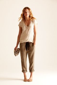 Light linen pants in neutral colors.  #cuyana #packing