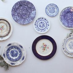 Like this plate wall display China Plates, Blue Plates, Small Plates, Decorative Plates, Vintage Fur, Vintage Love, Vintage China, Plate Wall Decor, Plates On Wall