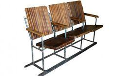 Ces sièges de cinéma sont identiques à la série de 2 sièges, mais en rabattables. Les dossiers comme les assises sont très épais, et la structure d'ensemble est en métal. En excellent état, même si les traces de leur origine sont encore largement visibles. Un très bel objet déco qui fait beaucoup d'effet. Origine : Inde. Dim. : H89 x L145 x P55 www.narreo.fr