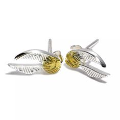 Buy Official Sterling Silver Harry Potter Golden Snitch Stud Earrings at Mighty Ape NZ. The Carat Shop: Official Sterling Silver Harry Potter Golden Snitch Stud Earrings Sterling Silver Golden Snitch Stud Charms These charm earrings hav. Bijoux Harry Potter, Harry Potter Schmuck, Harry Potter Kostüm, Harry Potter Merchandise, Sterling Silver Earrings Studs, Stud Earrings, Vif D'or, Hogwarts, Golden Snitch