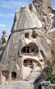 On hand this area is characterized by the landscape that has been formed as a result of earthquakes, volcanoes over the last 6 million years of molding by heat and wind and feels extraterrestrial! Amazing Buildings, Amazing Architecture, Wonderful Places, Beautiful Places, Mountain City, Capadocia, Istanbul, Ancient History, Dream Vacations