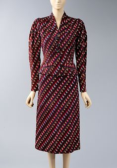 Suit Elsa Schiaparelli Design House: House of Schiaparelli Date: fall 1938 Culture: French Medium: synthetic Accession Number: b 1930s Fashion, Retro Fashion, Vintage Fashion, Vintage Style, Vintage Inspired Dresses, Vintage Outfits, Vintage Clothing, Elsa Schiaparelli, 20th Century Fashion
