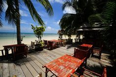 Wooden bungalow resort with tiled floors and fan or air-con, on Haad Yao in Koh Phangan. Silver Beach Bungalows is a mid-range resort with a restaurant on-site at the beachfront.   #beachfront #bangalow #beautiful #beach #nature #holiday #familyfun #kohphangan #thailand