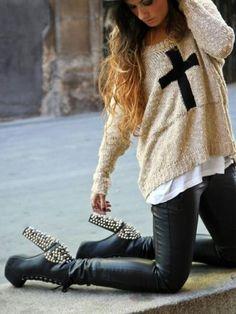 tendencias de la temporada: pantalones cuero, tachuelas y cruces!