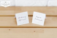 Soft wedding place card with daisy. / Subtelne winietki z motywem stokrotek.