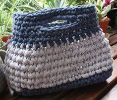 bolso revistero tejido a crochet via gato contento http://gatocontento.wix.com/gato-contento