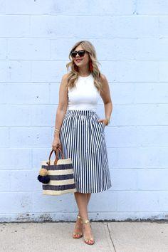 45 Classy Midi Skirt Outfit for Women - Fashionnita Striped Skirt Outfit, Midi Rock Outfit, Midi Skirt Outfit, Casual Skirt Outfits, Stripe Skirt, Dress Skirt, Casual Skirts, Long Striped Skirts, Sunday Outfits