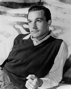 Classic Eye Candy: Gene Kelly  By far my favorite classic Hollywood guy.  He's the standard ♥