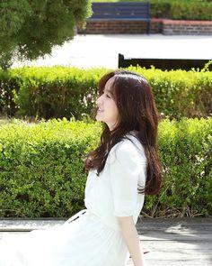 Kim So Hyun Fashion, Kim Sohyun, Kdrama, White Dress, Nara, Wedding Dresses, Artist, Bride Dresses, Bridal Gowns