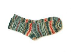 Colorful, warm and long-lasting socks. These socks are made of a special yarn that makes socks long-lasting. It consists of 75% wool and 25% polyamid.