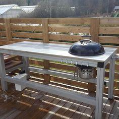 Bygga utekök själv | Byggahus.se Bbq Table, Picnic Table, Outdoor Kitchen Plans, Bbq Kitchen, Hygge, Garden Design, Backyard, Places, Outdoor Decor