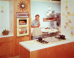 While we're glad to leave many relics firmly in the past, we're pretty thrilled about the revival of these three utterly fabulous, utterly retro home trends. 1950s Housewife, Vintage Housewife, Housewife Meme, 1970s Kitchen, Vintage Kitchen, Retro Kitchens, Vintage Appliances, White Kitchens, American Kitchen