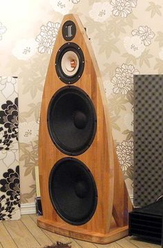 Materials: NUMERAR Oak countertop  Description: This loudspeaker is simply made of NUMERAR countertops 126 x 62 cm with 38 mm thickness.  My speakers were