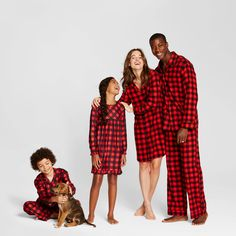 Sleep Mode: Where to Buy Matching PJs for the Whole Family (& Grownup Onesies, if that's Your Thing) Family Holiday Pajamas, Family Pjs, Matching Family Christmas Pajamas, Family Christmas Pictures, Family Shirts, Christmas Pjs, Christmas Morning, Christmas 2016, Family Pictures