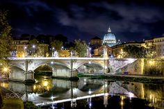 The charm of Rome by night - null