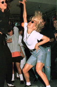 Sandra Bernhard & Madonna dancing for the APLA Dance-A-Thon on February 26 Vaporwave, Sandra Bernhard, Divas, Michael Hutchence, Actrices Hollywood, 80s Fashion, Madonna Fashion, Lady Madonna, Film Photography