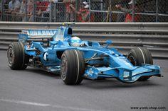 Super Yonis, dans sa Formule 1, est en train d'en découdre sur le mythique circuit de la principauté. Yonis-Shop.com