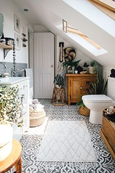 Monochrome Floor Tiles – Theresa's Four Bed Boho Inspired Home. Scandi Bathroom … Monochrome Floor Tiles – Theresa's Four Bed Boho Inspired Home. Scandi Bathroom In Grey And Monochrome With Natural Textures And Lots Of Greenery. Image By Adam Crohill. Bathroom Inspiration, Home Decor Inspiration, Decor Ideas, Decorating Ideas, Decorating Websites, Decorating With Nature, Boho Ideas, Lamp Ideas, Design Websites