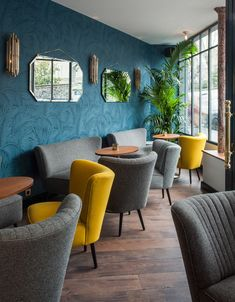 A Bohemian Hotel Inspired By Century Beauty Andre Latin Hotel Akzentwand Mid-century Interior, Restaurant Interior Design, Design Hotel, Home Interior Design, Bohemian Hotel, Hotel Lounge, Hotel Pool, Design Living Room, Hotel Decor