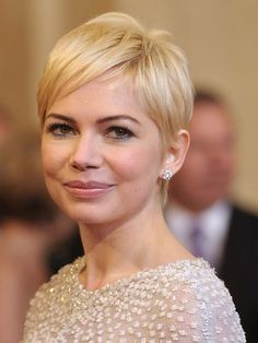 Michelle Williams Pixie Hair by liz Hot Haircuts, Round Face Haircuts, Pixie Hairstyles, Celebrity Hairstyles, Casual Hairstyles, Latest Hairstyles, Weave Hairstyles, Layered Hairstyles, Short Hair With Layers