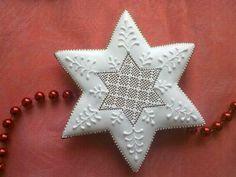 . Christmas Themes, Christmas Holidays, Xmas, Star Cookies, Holiday Cookies, Christmas Gingerbread, Gingerbread Cookies, Merry Christmas Everyone, Sugar Art