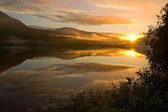 Midnattsol over innsjø Beautiful Norway, True Homes, Scenery, Celestial, Sunset, Photos, Outdoor, Sunsets, Pictures