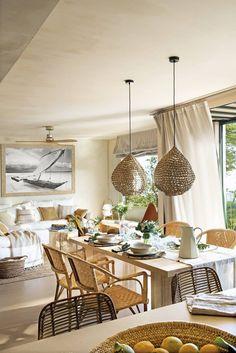 Decor mediteraneean și natural într-un apartament pe două niveluri din Spania | Jurnal de Design Interior Beach House, Ikea, Table Settings, Table Decorations, Inspiration, Furniture, Home Decor, Design Interior, Dining Rooms