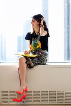 tee and bright pumps.
