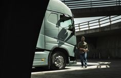 BROKEN PATH – VOLVO TRUCKS BRAND STORIES A good truck isn't built for ideal road conditions, it's built to be ideal regardless of the road conditions. The new Volvo FH features a new chassis and unparalleled individual front suspension. Improved perfection for superior driving. volvotrucksbrandstories.com