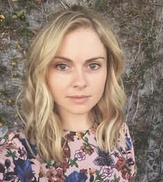 Twitter Rose Mciver, I Zombie, Zombie Girl, Female Images, Woman Crush, Cut And Color, Pretty People, New Hair, Hair Inspiration
