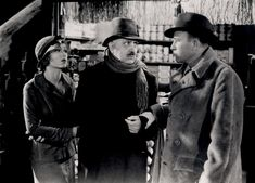 Fay Wray and Robert Armstrong talk to the apple-seller