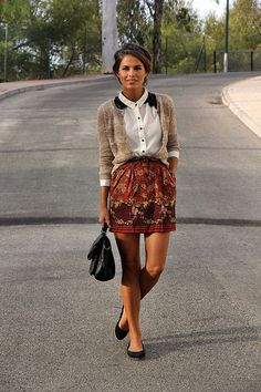 Not the outfit but I like how she half tucked her cardigan with her shirt. Convient Fall Fashion Ideas for Working Women (11)