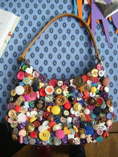 I embellished this bag with buttons by hand covering the entire front surface. Every button is different and I think the bright selection of.Who doesn't Like a Meaningful Selfmade Gift? Look here for Simple Straightforward DIY Gifts for mothers, Men, Diy Buttons, Vintage Buttons, Button Art, Button Crafts, Sewing Projects, Craft Projects, Projects To Try, Gemstone Brooch, Handmade Bags