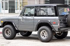 Ford Bronco Needs black rims.... Swt!