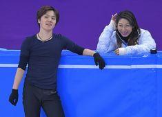 本番リンクでの初練習で笑顔を見せる宇野昌磨(左)と、樋口美穂子コーチ=韓国・江陵アイスアリーナで2018年2月7日、手塚耕一郎撮影 Ice Skating, Figure Skating, 1984 Summer Olympics, Skate Canada, Japanese Figure Skater, Shoma Uno, Love U So Much, Hanyu Yuzuru, Day Of My Life