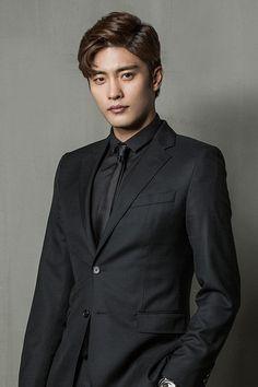 カン・シンヒョク プロデューサー (ソンフン) Sexy Asian Men, Cute Asian Guys, Sexy Men, Asian Actors, Korean Actors, Sung Hoon My Secret Romance, Korean Drama Stars, Choi Jin, Kim Woo Bin