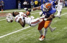 Florida linebacker Jon Bostic hits Louisville quarterback Teddy Bridgewater hard enough to dislodge his helmet in the first quarter of the Sugar Bowl NCAA college football game Wednesday, Jan. in New Orleans. Football Hits, College Football Games, Football Season, Football Helmets, Watch Football, Sport Football, Army Football, College Sport, Football Equipment