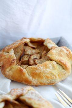 apple galette Apple Galette, Apple Pie, Baked Goods, Mini, Quiche, Desserts, Sweet, Food, Heavenly