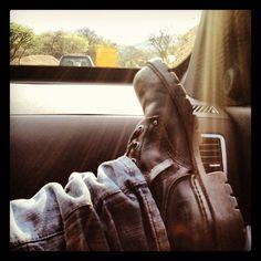 El sol a mis pies. Combat Boots, Army, Fashion, Sun, Gi Joe, Moda, Military, Fashion Styles, Fashion Illustrations