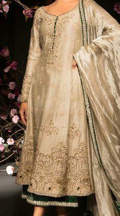 Pakistani Formal Dresses, Pakistani Wedding Outfits, Pakistani Dress Design, Indian Attire, Indian Outfits, Fancy Wedding Dresses, Wedding Wear, Bridal Lehenga Collection, Casual Dresses