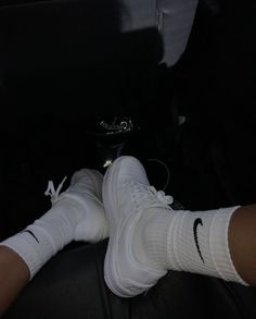 How To Clean White Sneakers, All Black Sneakers, Black Vans, Black Shoes, Foto Piercing, Nike Shoes Air Force, White Tennis Shoes, Chunky Shoes, Aesthetic Shoes