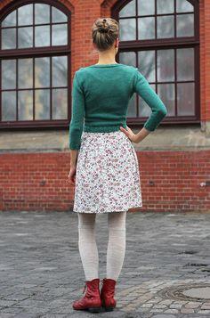 in grün – dennmanto Tweed, Blue Cardigan, Lace Skirt, Skirts, Clothes, Fashion, Diy Clothes, Reach In Closet, Jackets