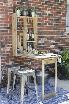 Creative and Cheap DIY Outdoor Bar Ideas You Need To Try - Diy backyard - Outdoor Kitchen Ideas Outdoor Patio Bar Sets, Outdoor Kitchen Bars, Kitchen On A Budget, Outdoor Seating, Outdoor Furniture Sets, Outdoor Bars, Smart Furniture, Outdoor Kitchens, Wooden Furniture