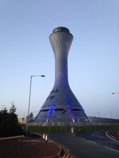 Edinburgh Airport Control Tower - REID Architecture (2005) - 57 metres. Futuristic City, Futuristic Architecture, Airport Control Tower, Terminal Velocity, Airport Design, Aviation World, Air Traffic Control, Tower Building, Fighter Pilot