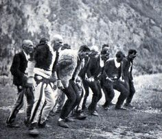 Funeral malisor, vite 1930. Mirditë? Funeral rite in Albanian mountains area, 1930s. Rite funéraire de montagnards albanais, années 1930. by Only Tradition,